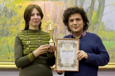 Статуэтка и диплом, полученные на 11-ом театральном фестивале